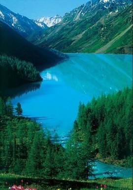 Озеро в ущелье