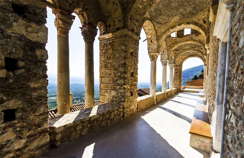 Купить фотообои для стен: Замок в Греции