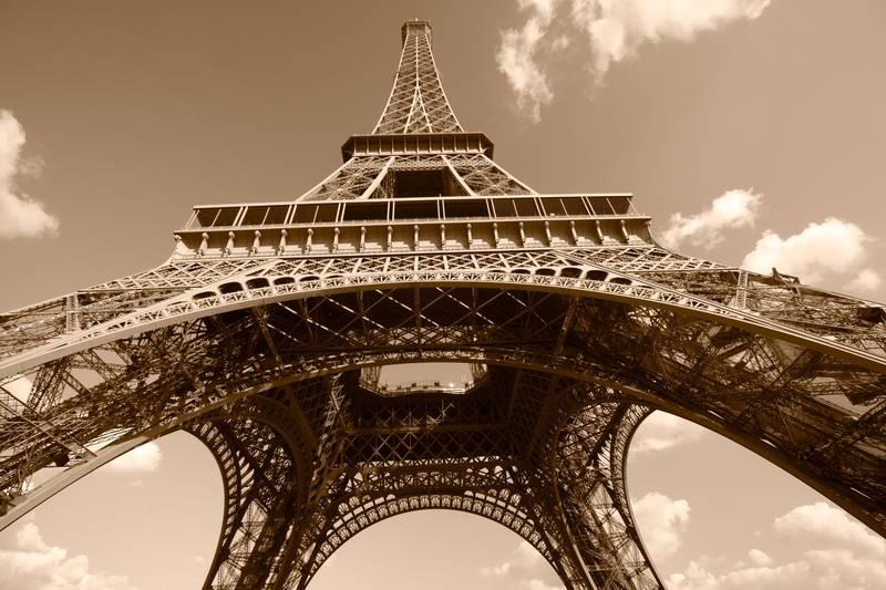 Купить фотообои для стен: Эйфелева башня, сепия