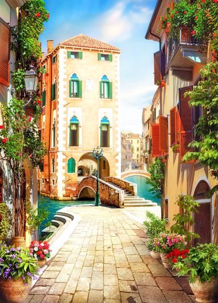 Купить фотообои для стен: Венецианская улочка