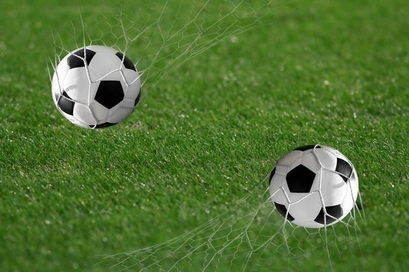 Купить фотообои для стен: Футбольный мяч забит!