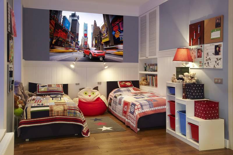 Фотообои в интерьере детской комнаты: фотообои автомобили, красный автомобиль, авто, красный ланд ровер, Land Rover, для подростка, в детскую